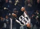"""Ķīnieši par 8+2 miljoniem nopērk """"Juventus"""" pussargu Ernanesu"""