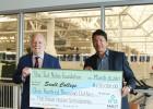 Teds Nolans ziedo 100 000 dolāru indiāņu studentiem