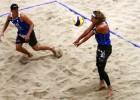 Abi Latvijas pludmales volejbola dueti Hāgā apstājas 1/8 finālā