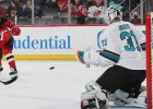 """""""Devils"""" divreiz atspēlējas pret """"Sharks"""" un izcīna trešo uzvaru trīs spēlēs"""