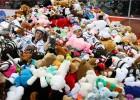 Video: Pasaules rekords mīksto rotaļlietu samešanā - 34 798