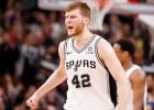 """Bertānam labākais +/- komandā, """"Spurs"""" svarīgā spēlē sagrauj """"Cavaliers"""""""