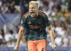"""""""Ajax"""" turpina ar vēl vienu 3:0, """"Chelsea"""" pirmo uzvaru izcīna Lillē"""