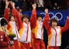 Ķīnietes ar pasaules rekordu triumfē šorttreka stafetē