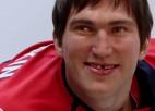 Video: Kā tiek veidota Ovečkina vaska figūra?