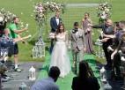 Dāvis Ikaunieks kāzas svinējis futbola stadionā