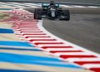 ''Mercedes'' dubultuzvara kvalifikācijā, Hamiltonam 98. karjeras ''pole position''