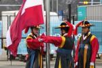 Foto: Valsts prezidenta klātbūtnē Phjončhanā paceļ Latvijas karogu