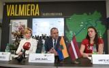 """Foto: Radeviča un Kociņa piedalās """"Valsts prezidenta balvas"""" preses konferencē"""