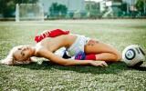 Foto: Sibīrijas futbola daiļavas sola erotisko foto sesiju, ja iegūs zeltu