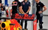 """Foto: 18 gadus vecais Verstapens kļuvis par """"Red Bull"""" komandas pilotu"""