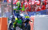 Foto: Rosi izcīna otro MotoGP uzvaru sezonā un atgriežas cīņā par titulu