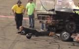 Video: Piloti pēc avārijas sakaujas, policists pielieto elektrošoku
