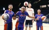 """Video: Bertāns trenējas ar slaveno basketbola triku komandu """"Globetrotters"""""""