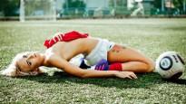 Sibīrijas futbola daiļavas sola erotisko foto sesiju, ja iegūs zeltu