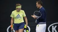 Ostapenko nav palikusi apmierināta par sadarbību ar treneri Teiloru