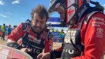 Video: Alonso divas stundas tuksnesī labo sabojāto auto