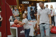 Latvijas izlases spēlētāji un fani tiekas Spicē
