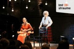 Video: Labdarības uzvedums teātra vecmeistaru atbalstam
