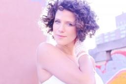 Pasaules tūres ietvaros, Dzintaru koncertzālē uzstāsies neatkārtojamā franču džeza dziedātājā no Ņujorkas Cyrille Aimée
