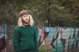 Rudenī Rīgā uzstāsies folkmūziķis Stjū Larsens