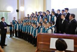 J. Mediņa Rīgas 1. mūzikas skolas zēnu koris  ar emocionālu priekšnesumu viesojas slimnīcā