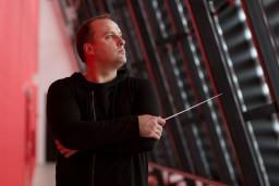 """31. oktobrī operetē """"Jautrā atraitne"""" debitēs talantīgais diriģents Jānis Stafeckis"""
