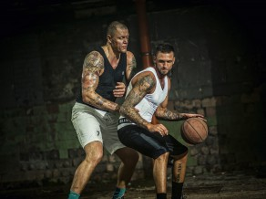 Latvijā radīti pasaulē pirmie aizsargi, kas pieņem sportista ķermeņa formu