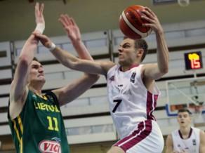 Latvijas U20 izlase labi sāk, taču kapitulē Lietuvai un grupā paliek pēdējā