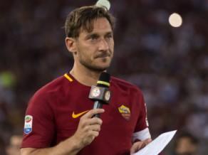 """Oficiāli: Toti nedosies uz Japānu, beidz karjeru un kļūst par """"Roma"""" direktoru"""