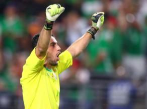 Trofejas sargātāja Meksika uzvar Hondurasu, pusfinālā arī Jamaika