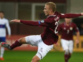 Latvija trīsreiz izvirzās vadībā, taču katastrofālā galotnē zaudē Kosovā