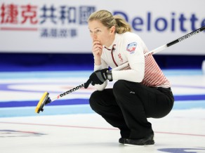 Sieviešu kērlinga izlase otrajā Olimpiskā kvalifikācijas turnīra dienā zaudē abās spēlēs