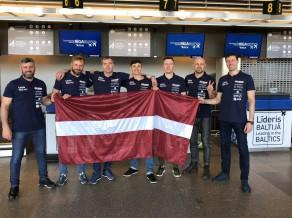 Latvijas mūziķi un uzņēmēji dodas ekspedīcijā ar vēsturiskajiem auto par godu Latvijas simtgadei