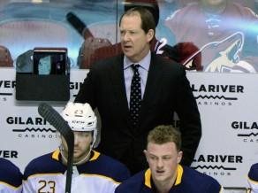 "NHL vājākā komanda Bufalo ""Sabres"" neatlaidīs galveno treneri"