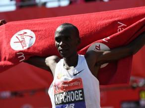 Čeruijota un Kipčoge triumfē Londonas maratonā, Farahs izcīna trešo vietu