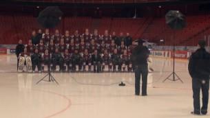 Video: Latvijas hokeja izlases fotografēšanās tikai 25 sekundēs
