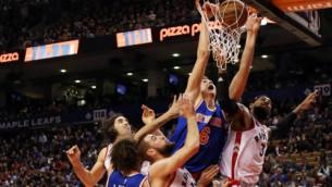 """Video: Porziņģis izceļas NBA sezonas """"putback"""" danku topā"""
