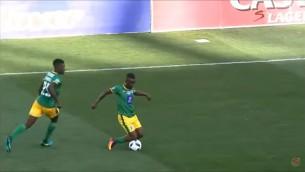 Video: Futbolistam piešķir dzelteno kartīti par pārlieku izrādīšanos