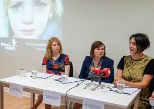 Video: Lielākā daļa Latvijas vecāku atzīst, ka per savu bērnu