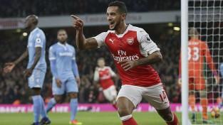 ''Arsenal'' atspēlējas un uzvar, komandas lazareti papildina Mustafi