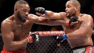 Džonss nokautē Kormjē un atgūst UFC titulu