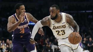 """Losandželosas """"Lakers"""" vēlas trīs komandu darījumā iemainīt Arizu"""