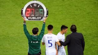Medijs: FIFA nākamnedēļ pieņems lēmumu par piecu spēlētāju maiņu atļaušanu