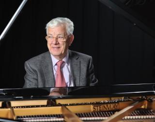 """Maestro 85. jubilejā tiešsaistē no Koncertzāles """"Cēsis"""" izskanēs  Raimonda Paula trio koncerts"""