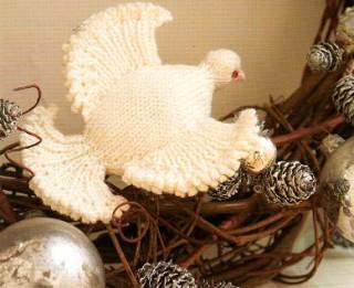 Ziemassvētku rotājums - adīta baltā ūbele