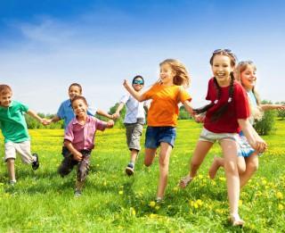 Rīgas bērnus un jauniešus aicina izvēlēties vasaras nometni