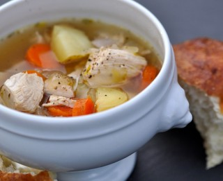 Vienkāršā gaļas un dārzeņu zupa