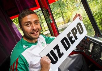 """Foto: FK """"Liepāja"""" tiek pie sava tramvaja"""