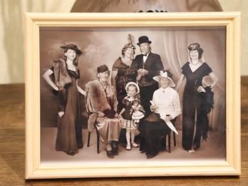 Foto: Ilzes Reihas pirmās fotoizstādes atvēršana fotomirkļos